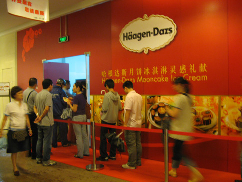 Haagen Dazs queue China